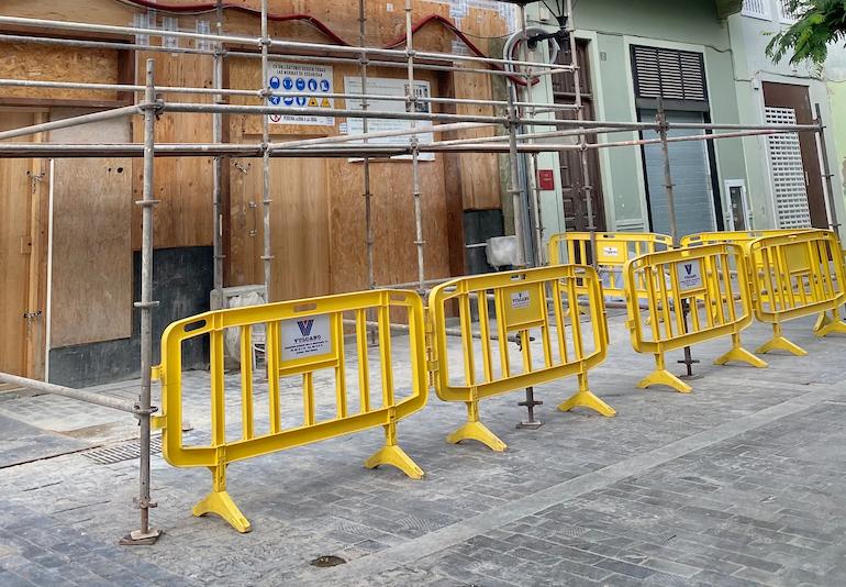Vallas de PVC señalizando zona de trabajo